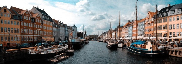 Nyhavn_canal_as_seen_from_Nyhavnsbroen_bridge,_Copenhagen,_Denmark,_Northern_Europe-2