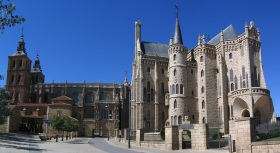 Astorga_Cathedral_Bishops_palace_2005