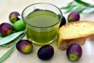olive-oil-3803168_640